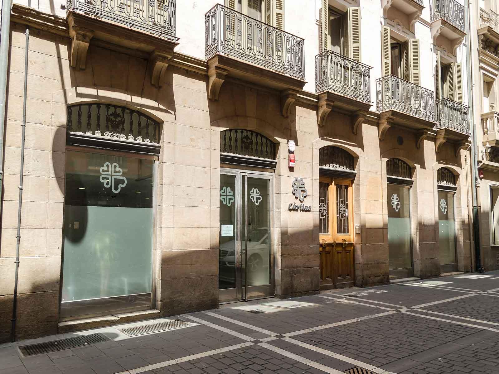 Edificio Cáritas en Calle San Antón de Pamplona.