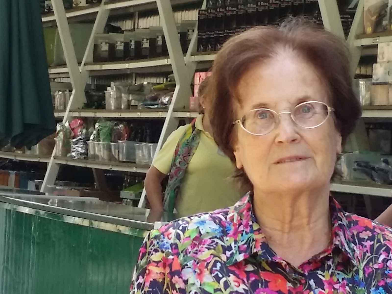 La escritora Lucía Baquedano en la Tómbola de Cáritas