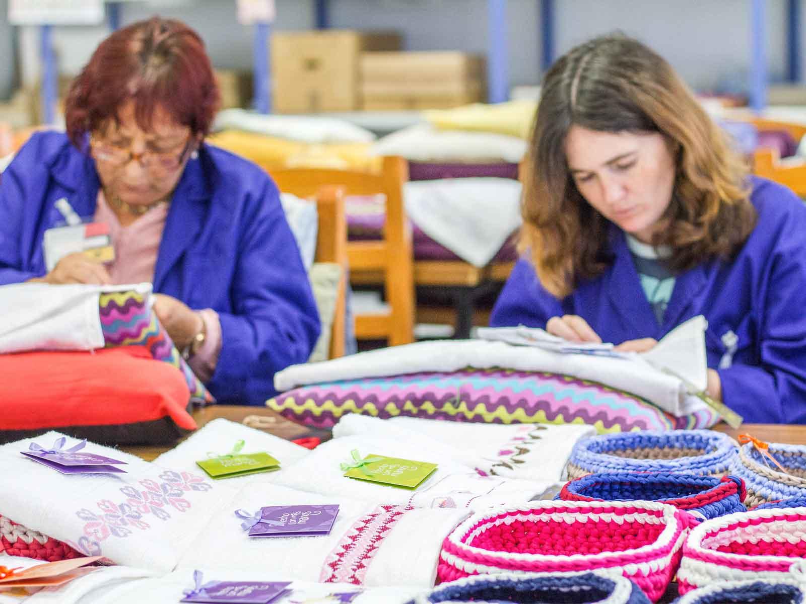 Mujeres trabajando en el Centro San Franscico de Cáritas